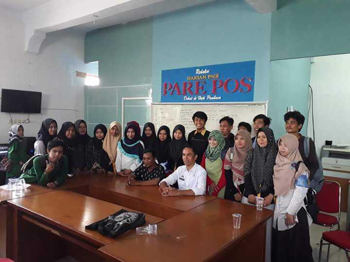 Prodi Komunikasi dan Penyiaran Islam Mengadakan Kunjungan Sambil Belajar di Redaksi Harian Parepos