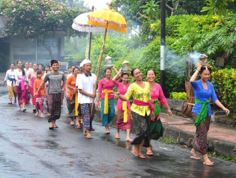Erupsi Gunung Agung Tak Menyurutkan Ritual Keagamaan
