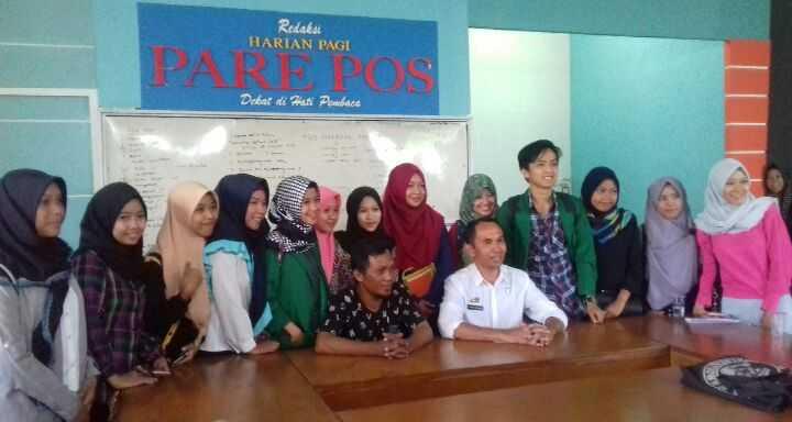 Antusias Mahasiswa Komunikasi Penyiaran Islam Melakukan Kunjungan Media di Pare Pos