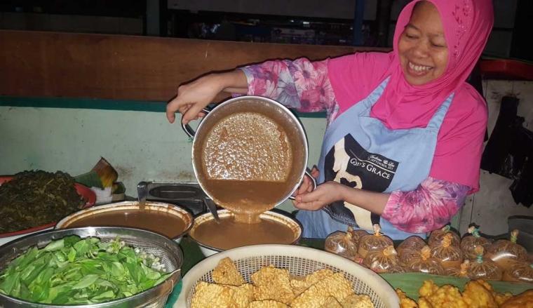 Cerita Pagi Bersama Pecel Bu Sri di Pasar Klojen, Malang