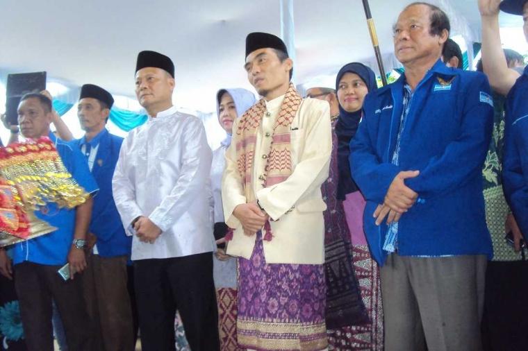 Meski Diguyur Hujan, Daniel dan Fadillah Daftar ke KPU