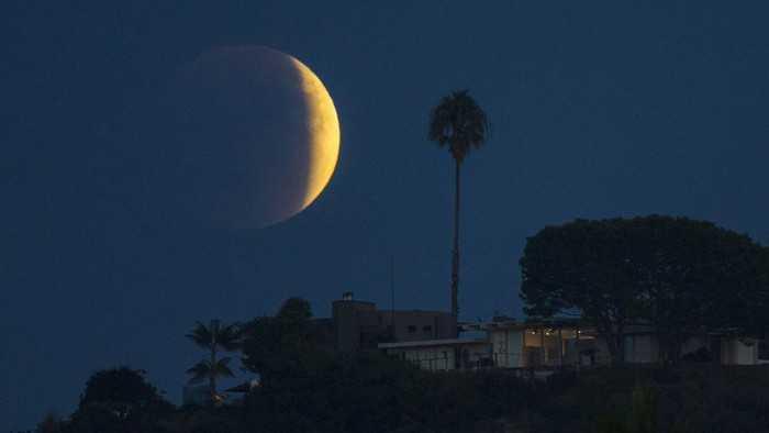 Melihat Fenomena Gerhana Bulan Total