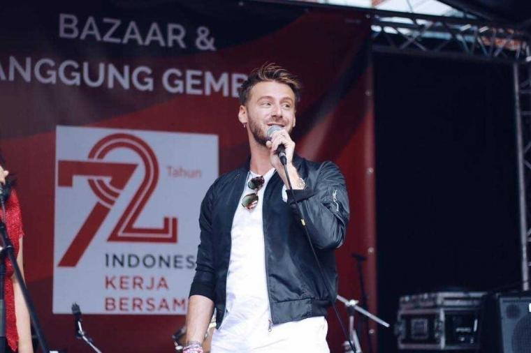 Jonatan Cerrada Penyanyi Belgia yang Cinta Indonesia