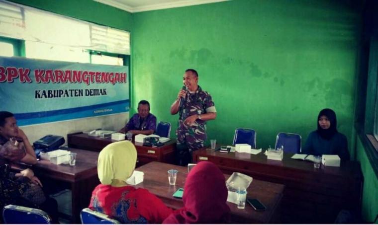Babinsa Koramil 0716 - 09/Karangtengah Siap Dampingi Pendistribusian Pupuk