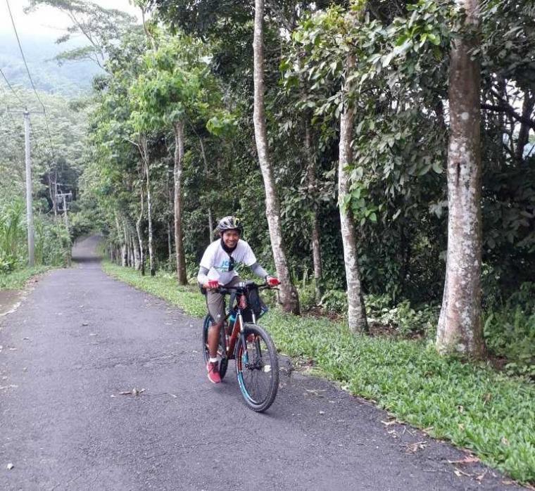 Bersepeda ke Dusun Gulinten di Kaki Gunung Lempuyang