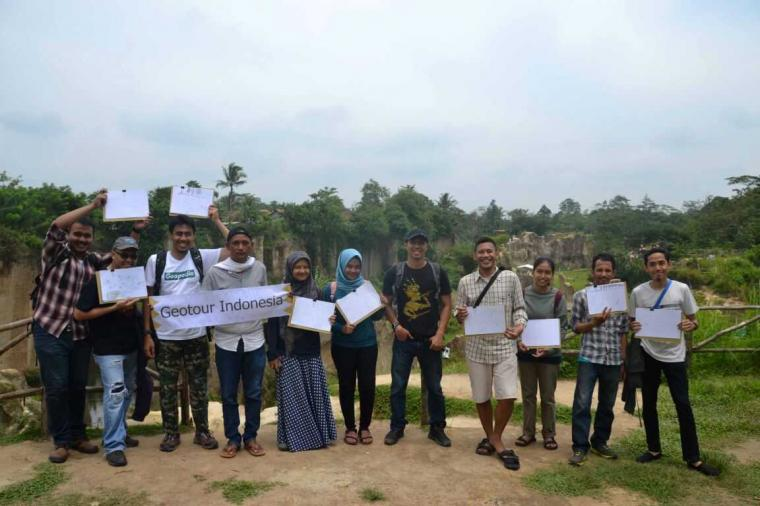 Asyiknya Ber-Geowisata dan Sketsa di Area Bekas Tambang Kab. Tangerang
