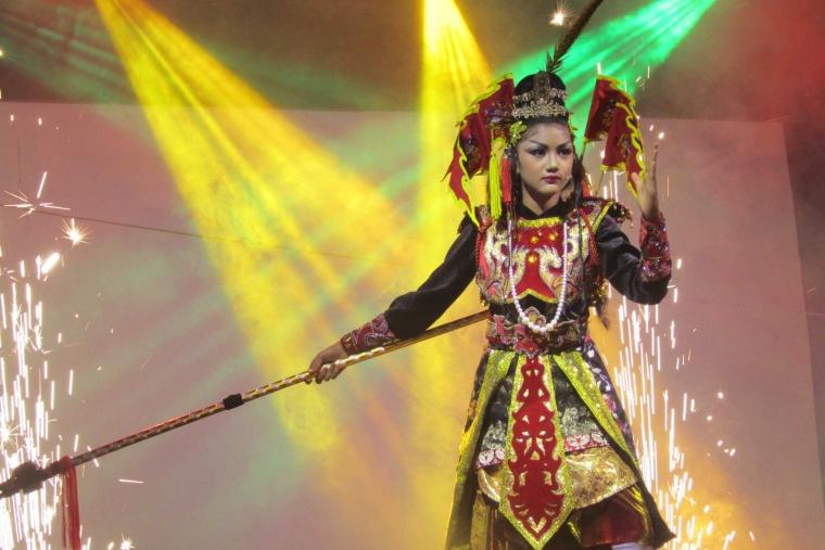 """Ketoprak dengan Lakon Huan Le Hoa, """"Wonder Woman"""" Zaman """"Old"""" dari Han Shiang!"""
