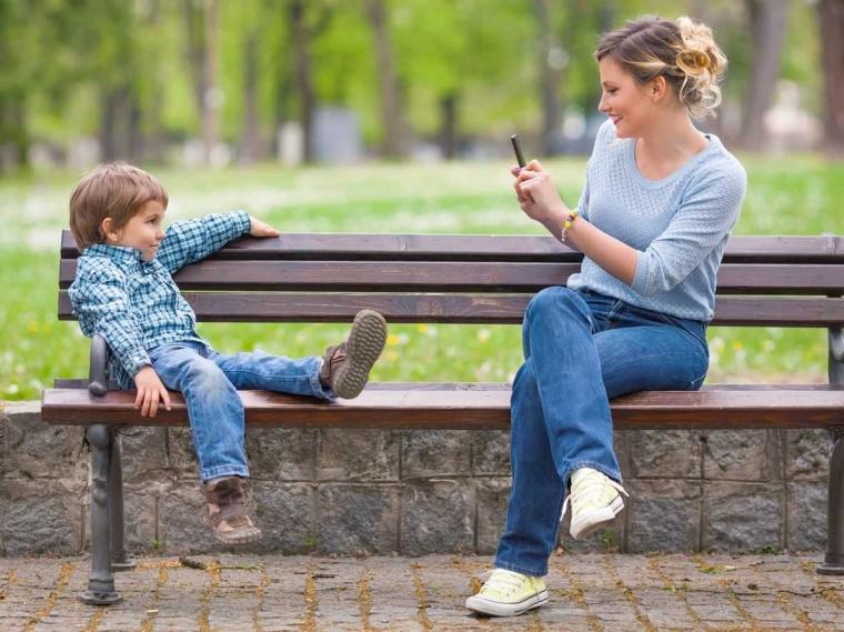 """Emak Masa Kini Cenderung """"Over Sharenting"""" di Media Sosial?"""