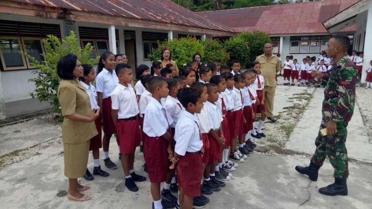Satgas Pamrahwan Yonif 515/UTY Latih Paduan Suara