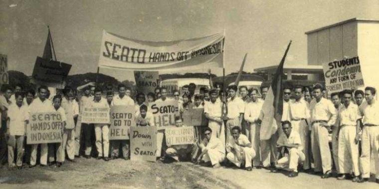 15 Februari, Memeringati Berdirinya PRRI yang Menentang Pemerintahan Soekarno