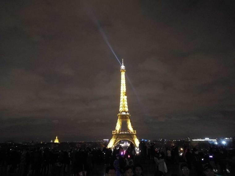Pesona Eiffel?