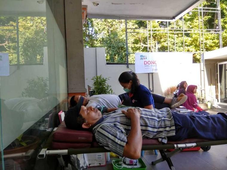 Komunitas AMI Ajak Pengunjung CFD Donor Darah
