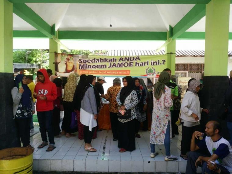 Mikha Tambayong dan Fakta Seputar Festival Minum Jamu