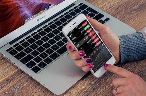 """Melek Informasi dan Bijak Memilah Aplikasi di """"Smartphone"""""""