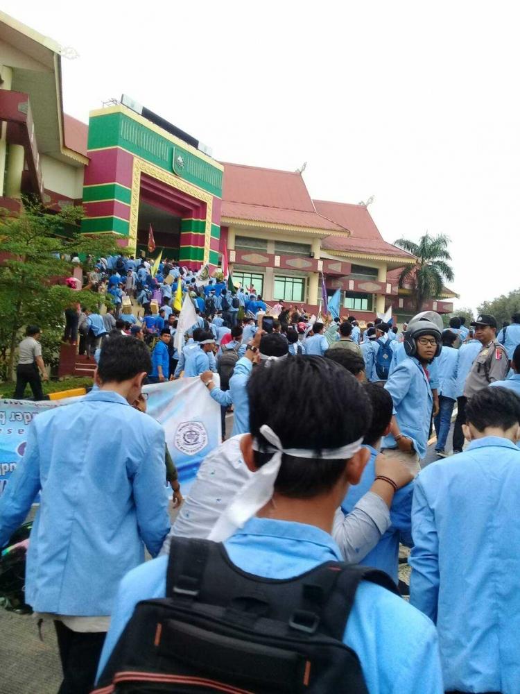 Kelangkaan Premium di Riau hingga Aksi Turun Kejalan