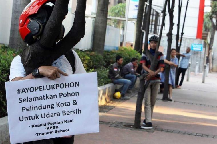 Carut Marut Penataan Trotoar Jakarta