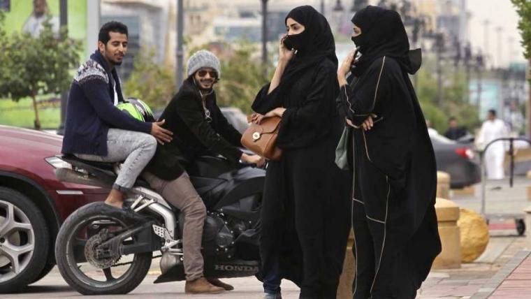 """Wanita Saudi """"Terlahir Ulang"""""""