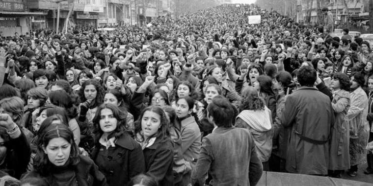 39 Tahun Perempuan Iran Melawan Kewajiban Berhijab