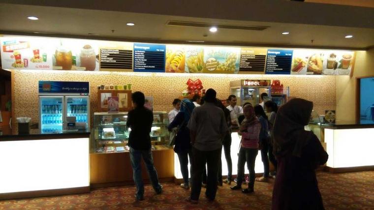 """Tips """"Selundupkan"""" Makanan dan Minuman Masuk Bioskop"""