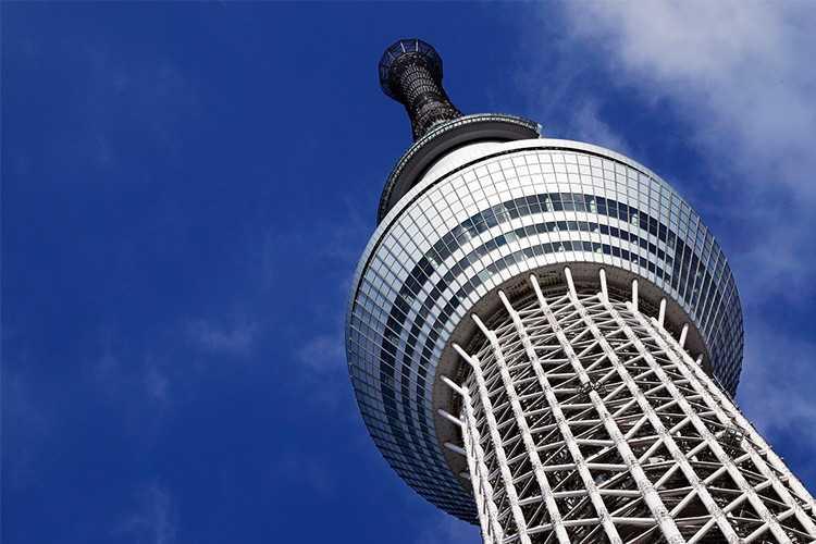 "Tokyo SkyTree, Pohon Mengulir ke ""Negeri Raksasa"""