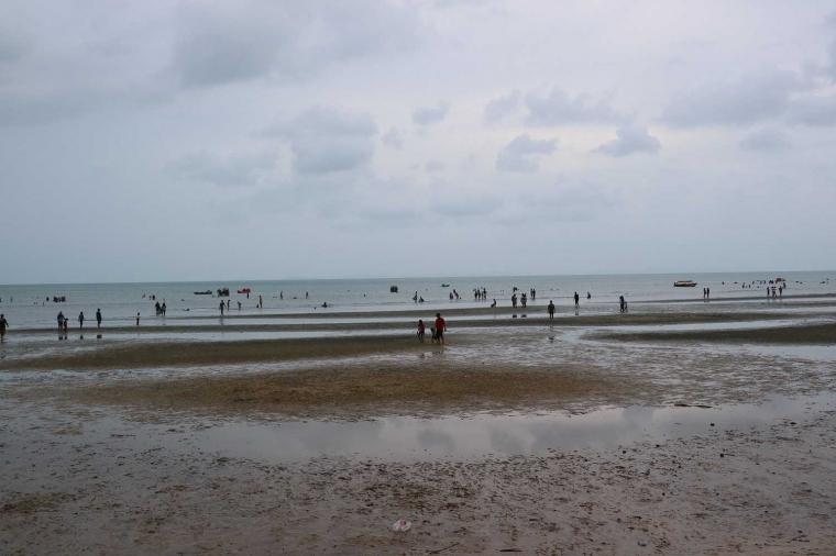 Menghabiskan Akhir Pekan di Pantai Melayu, Batam