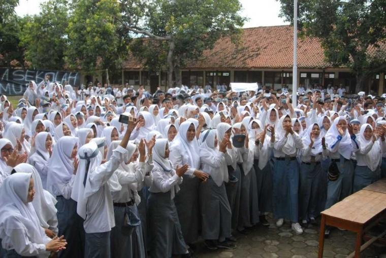 Kepala Sekolah SMK di Tegal Dituntut Mundur Siswanya