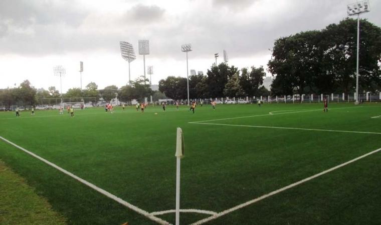 Merasakan Langsung Suasana Baru Lapangan Sepak Bola ABC Senayan