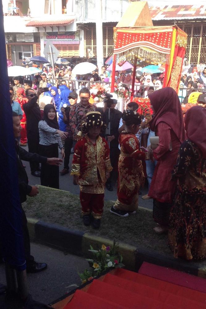 Nonton Karnaval di Panyabungan Kabupaten Mandailing Natal