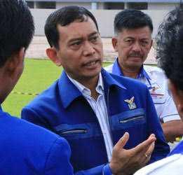 JR Saragih Sang Politisi Dramatik
