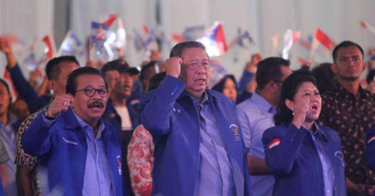 Diserbu Netizen, Bapak SBY Hapus Foto Rapimnas Demokrat