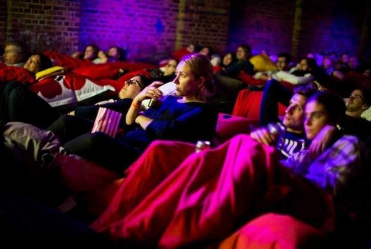 Kuaci di Bioskop Singapura hingga Film Kentut