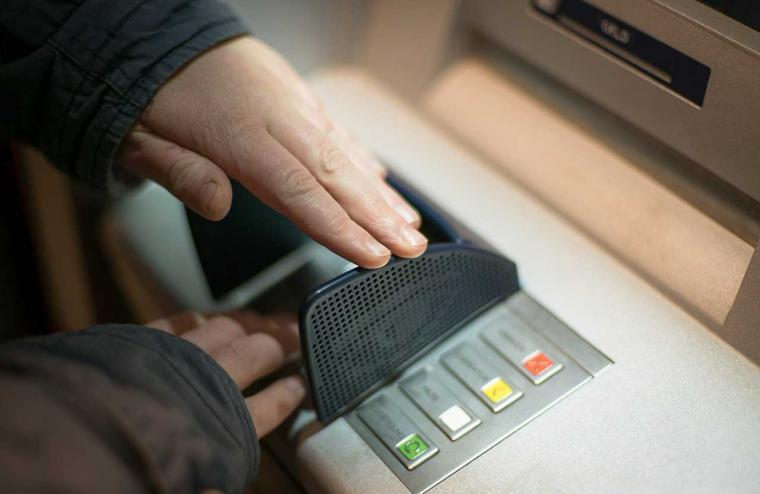 "Mengenal Teknik ""Skimming"", Aksi Pencurian Paling Merugikan Bank"