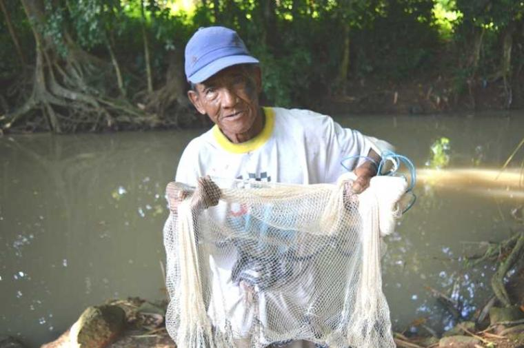 Menjala Ikan di Usia Senja