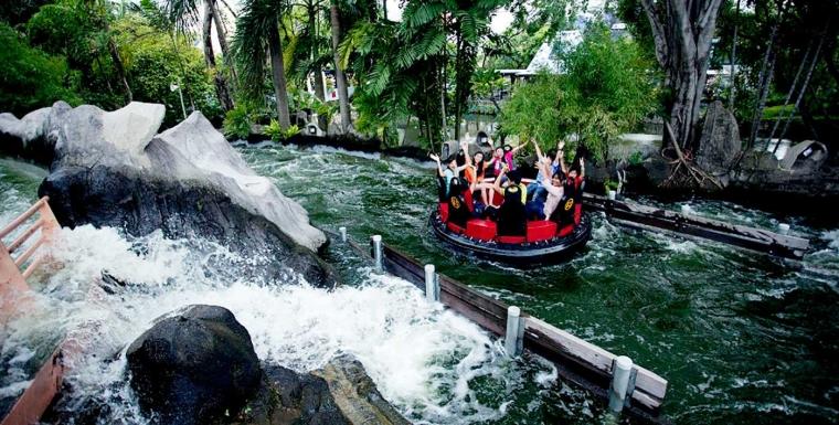 Berpetualang Memacu Adrenalin di Wahana Arung Jeram Dufan