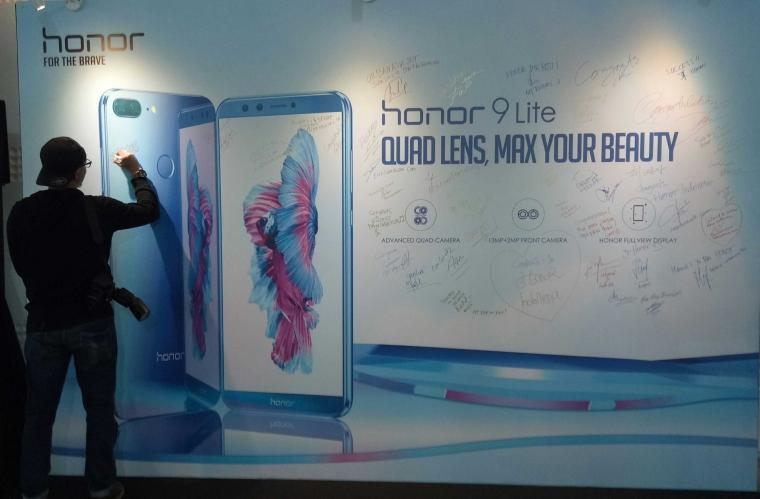 """Setelah 4 Tahun Akhirnya """"Honor"""" Mendarat di Indonesia"""