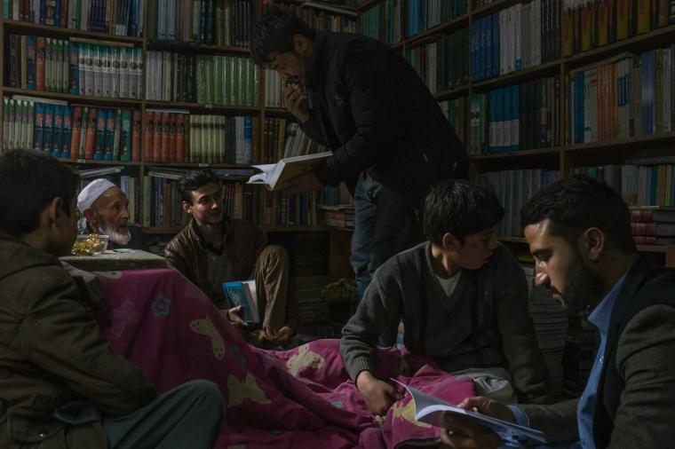 Afghanistan, Negara Perang dan Buku