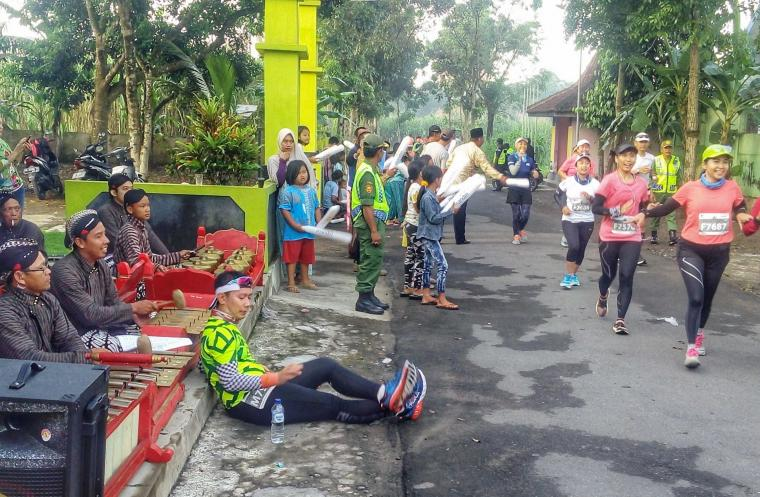 Berlari dan Berwisata di Mandiri Jogja Marathon