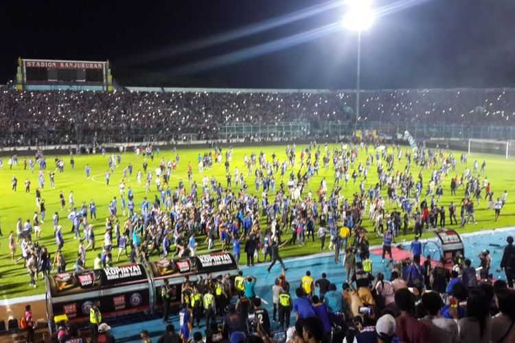 Kronologi Kericuhan Suporter Saat Laga Arema FC Vs Persib Bandung