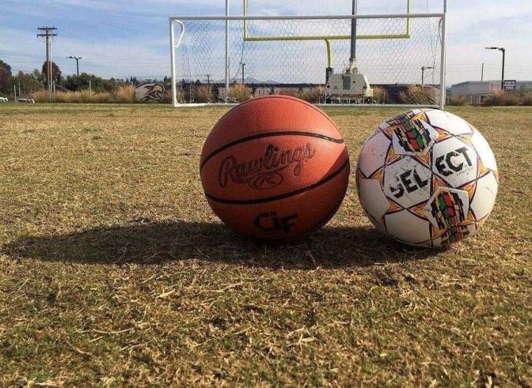 Pilih Mana, Nonton Basket atau Sepak Bola?