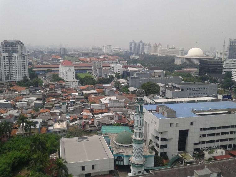 Masjid Istiqlal Terlihat dari Lantai 18 Hotel Alila