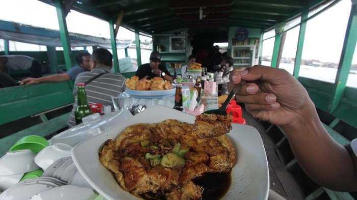 Di Palembang, Nasi pun Jadi Pempek