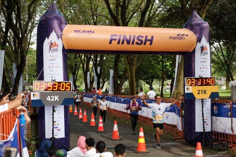 7 Hal yang Dilakukan Peserta Mandiri Jogja Marathon 2018 Usai Capai Garis Finish