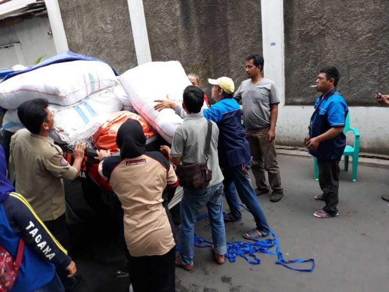 700 Makanan Siap Saji Diberikan kepada Korban Kebakaran Jembatan Besi
