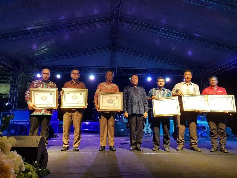Luar Biasa! Menteri Dalam Negeri Memberi Penghargaan terhadap Salah Satu Guru Besar Manajemen Konstruksi UPH