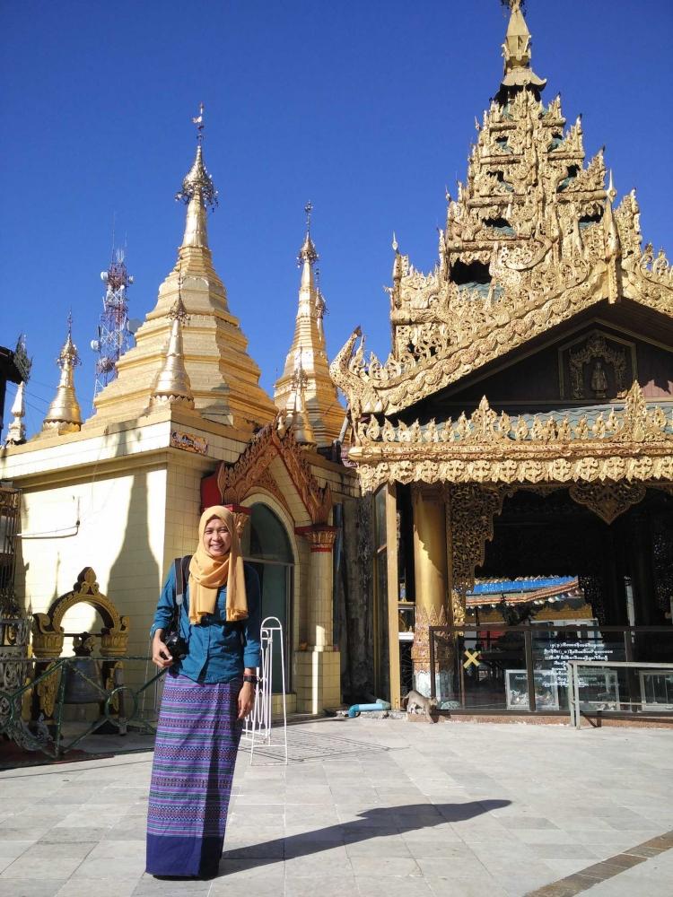Yangon, Pagoda, Longyi dan Bogyoke Market