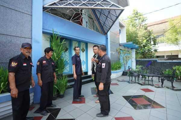 Ajak Lawan Teroris, Kang Hasan Kunjungi Gereja di Bandung