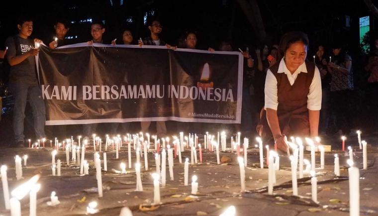 """""""Kami Bersamamu Indonesia"""", Aksi Solidaritas di Unika"""