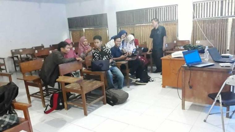 Pelatihan Blog untuk Menumbuhkan Budaya Menulis Mahasiswa UKM SIMPEL Universitas Pancasakti Tegal