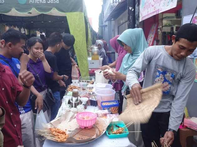 Pasar Dadakan Kampung Jawa dan Para Pemburu Takjil Ramadhan