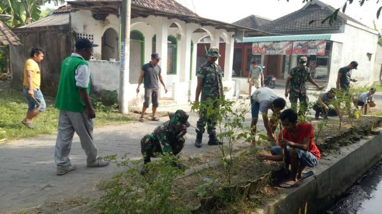 Koramil Jajaran Kodim 0815 Serentak Gelar Karya Bakti TNI Peduli Lingkungan
